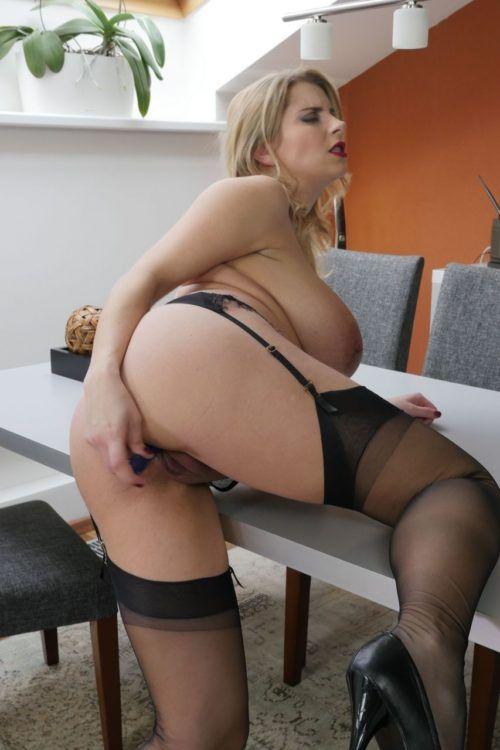Fotos de loira gostosa se masturbando