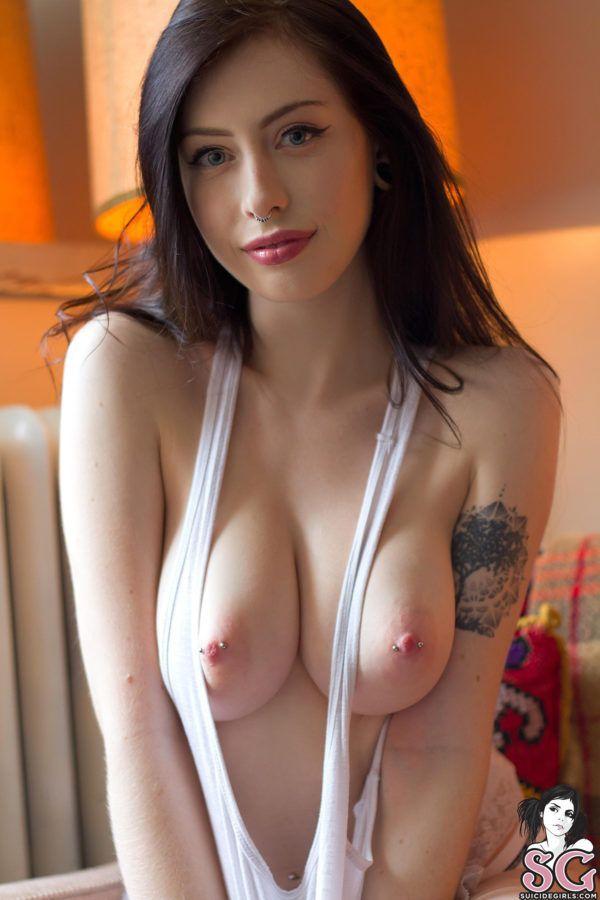 Fotos de novinhas tatuadas peladas