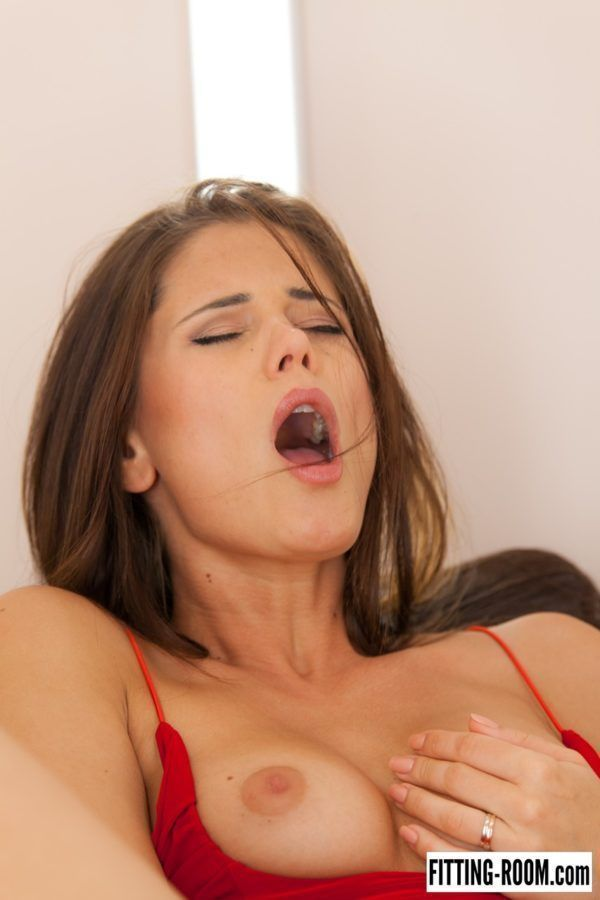 Novinha gostosa tocando siririca